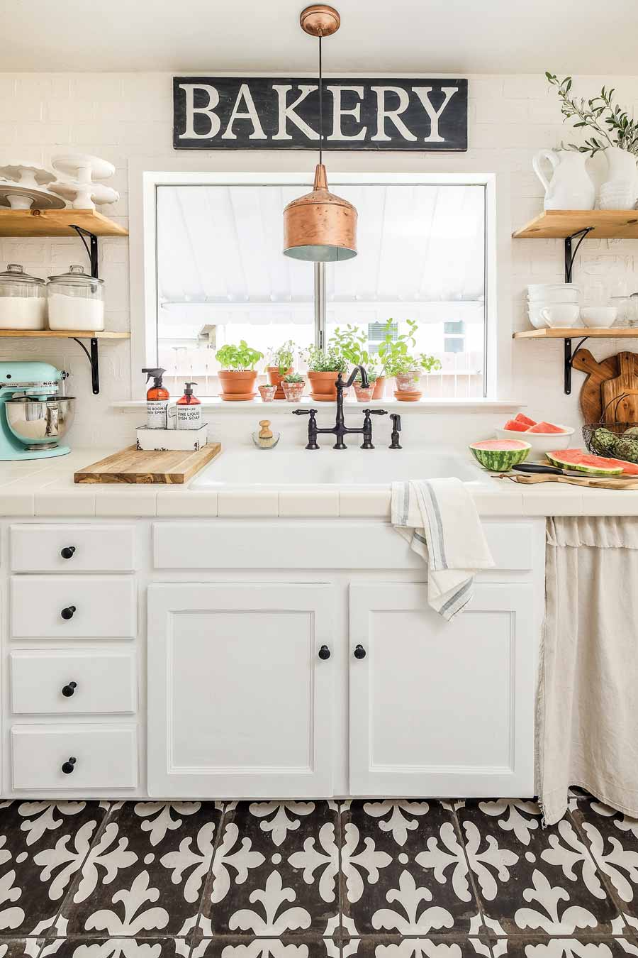 Farmhouse Kitchen: The 5 Essentials